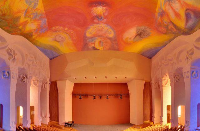 1280px-Dornach_-_Goetheanum_-_Grosser_Saal2